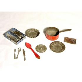 Miscellaneous toy tableware